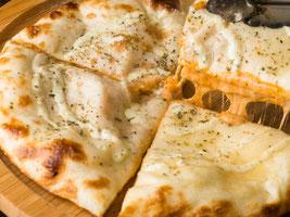 チーズとトマトのナン