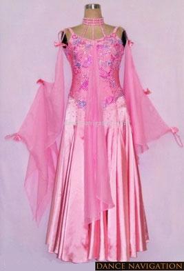 エレガントな女性にお勧めのスタンダードドレス。