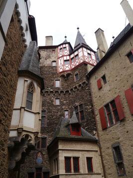 Burghof - gegenüberliegende Seite