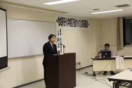 挨拶する住尾会長と講師の片上代表