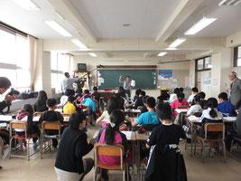 鳥取西小学校における説明会