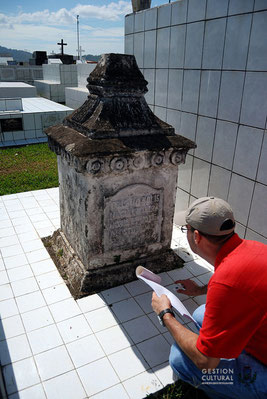 Primera visita a la tumba de Pedro Solís (11/5/15).