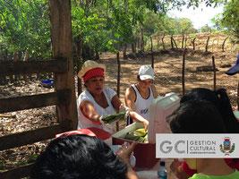 Integrantes de la asociación de desarrollo atendieron a los caminantes durante el desayuno campesino.