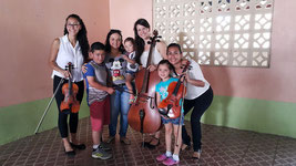 En colaboración con la Universidad de Costa Rica, el grupo de cuerdas 'Arcadas' compartió con gran cantidad de público, sobre todo niños que se acercaron a conocer los instrumentos musicales.