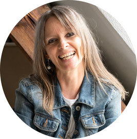 Andrea Jakal, Coach für ganzheitliche Frauengesundheit und Trennungsschmerz-Expertin, Online Coaching Herz statt Trennungsschmerz