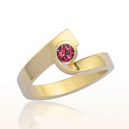 Schmuckdesign Ring im Gelbgold mit Rhodolith, Handarbeit