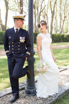 Robe de mariée romantique dos en dentelle et jupe en crêpe