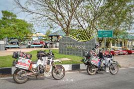 Grenze zu Malaysia - Hier brauchen wir für unsere Motorräder das erste Mal die Carnets de Passage