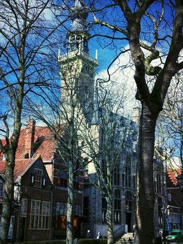 Marktplatz Veere | Niederlande mit Blick auf das Stadhuis und die umliegenden Giebelhäuser