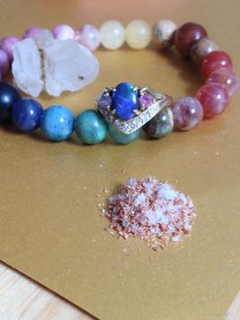 祭壇に置く塩とお清め杉