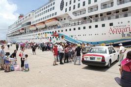 2014年7月、石垣港に寄港したスーパースターアクエリアス号(資料写真)