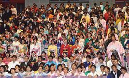 2016年石垣市成人式が行われた=4日、石垣市民会館大ホール