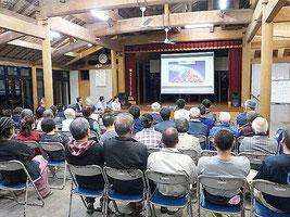 講話会には大勢の地域住民が集まり、関心の高さをうかがわせた=10日、竹富島まちなみ館