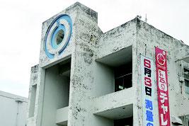 旧空港跡地での新庁舎建設を計画している石垣市=18日、市役所