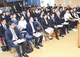新任教職員歓迎の集いが行われた=1日、石垣市商工会館ホール