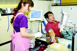 八重山地区移動献血がスタートした=30日午後、石垣市役所