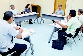 第1回竹富町総合教育会議が行われ、奨学金制度について協議した=16日、竹富町役場