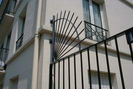 protection des fen tres par grilles de d fense contre l. Black Bedroom Furniture Sets. Home Design Ideas