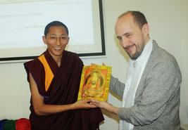 Rencontre de Gyalwai Nyugu Rinpoché avec le Père Dominique Lang