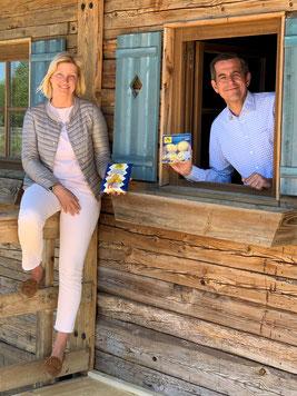 Christina Dietmayr und Timo Burger, beide Geschäftsführer von Burgis Knödelliebe, retten Lebensmittel mit dem neuen Werksverkauf.