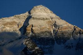 Nordseite des Mt. Everest, vom Rongbuk-Tal (Tibet) aus gesehen. © M. Jessup