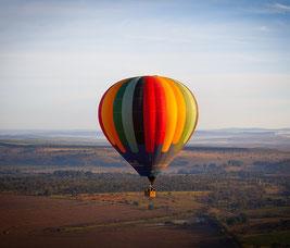 heißluftballon, der schwebt