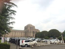 絵画館の駐車場