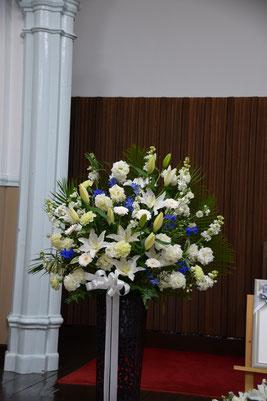 S君が二日間を見守った葬儀のお花の一部。