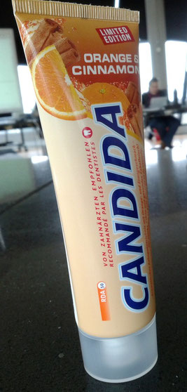 Zahnpasta-Tube aus der Schweiz mit RDA-Angabe