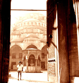 das Tor zur Sultan Ahmed Moschee stand offen