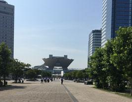真ん中に小さく見えるのが会場の東京ビッグサイト
