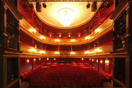 Innenansicht vom St. Pauli-Theater in Hamburg, Blick von der Bühne in den Saal