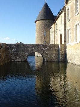 Douves du château - Château fort Charente - Château de Saveilles - Saveille - Château en Charente - Visite guidée groupe - Visite guidée famille - Journées du patrimoine Charente