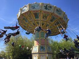 Fahrt mit dem Kettenkarussell im Skyline Park