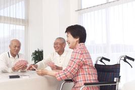 和やかに語り合う有料老人ホーム