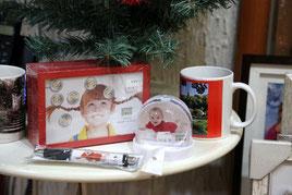 Objets cadeaux : Tirelire, Mug, Stylo, Boule de neige, Coussin,Tapis de souris, Blok-note...