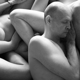 Felix Ruckert im Profil Augen geschlossen Portrait Haut verletzlich sinnlich Sexpositive Räume