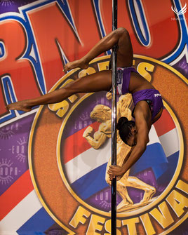Jazzy Alix au PCS Pole Open at the Arnold, 2016 (crédit photo: Nina Reed)