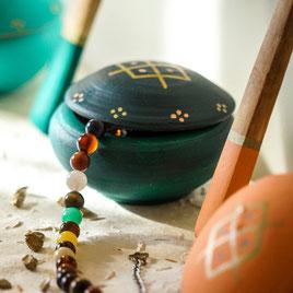 petite boite a bijoux-terre cuite-artisanale-vert foncé-motifs berberes