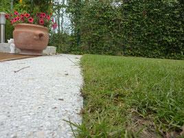 Rasen aufgerissen Roboter 3 Rad Gardena
