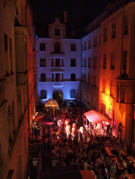 Konzerte im Bürgerhof - Foto: Robert Hösle Illumination: Wolfgang F. Lightmaster - Freiwilligen-Zentrum Augsburg