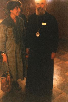 Frau Püschel, nach der Taufe Hilda, mit ihrem geistlichen Vater Mitropolit Antonij von Surosch. Oktober, 1987