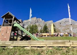 Spielplatz, Rutschbahn, Sonnenterrasse, Berge, Leukerbad