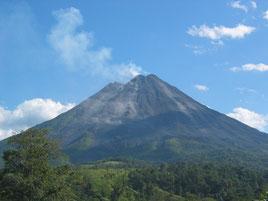 Caminata en el parque nacional Volcan Arenal, llegando lo mas cerca que se puede llegar