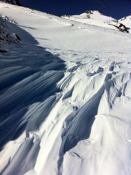 Neige travaillée par le vent - Col de Champillon