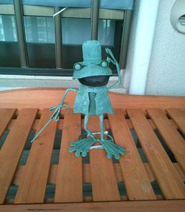 門を入ると、カエルちゃんが出迎えてくれます!