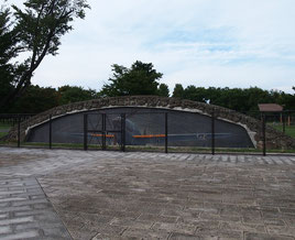 ●調布飛行場は、元日本陸軍の飛行場で、飛行機を隠す格納庫であったことが解説に書かれてありました