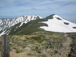 朝日連峰登山道 中岳方面への縦走