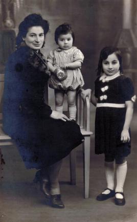 Victoria Mitrani mit ihren beiden Töchtern Rachel und Elise. Foto: alsyete.com