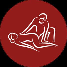 Traditionnelle Shiatsu-Massage in Kehl. Shiatsu wird traditionell am bekleideten Körper auf einer matte am Boden praktiziert.